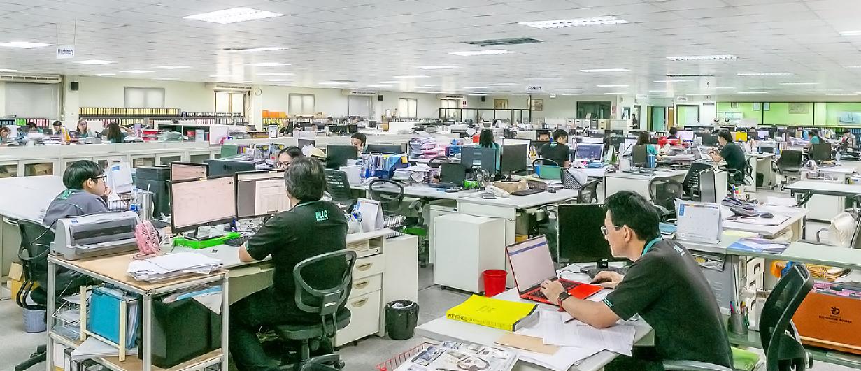 本社オフィスと支店に総勢約250名の従業員が在籍