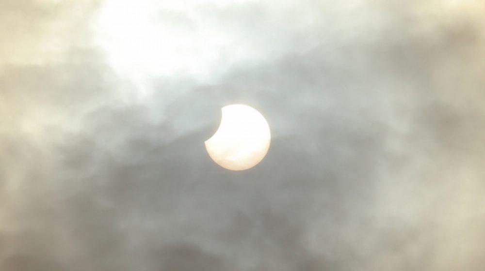 26日、バンコクなどで部分日食