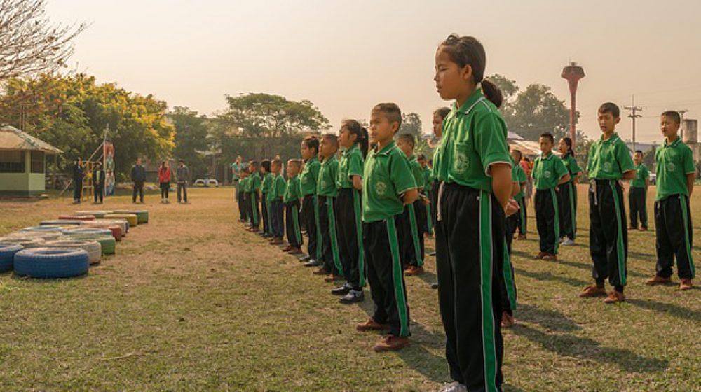 一部の公立学校、国王賛歌の斉唱に批判の声も