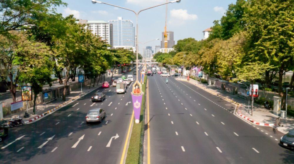 4車線以上の道路、時速90㎞未満は右車線走行禁止に