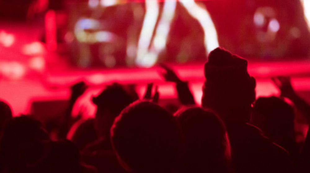 政府が新型コロナウイルス感染拡大を防ぐために 娯楽施設の閉鎖を命令