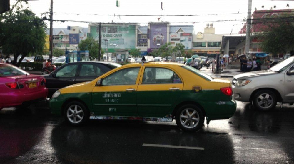 空港のタクシー手配端末を交換 センサー設置、サービス向上