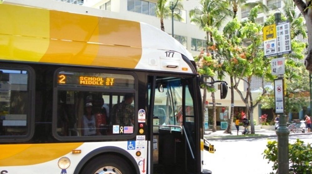 バンコクで電気バス導入へ 環境に配慮、15日から運行