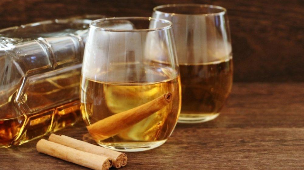 偽ウイスキー製造の男逮捕 本物の瓶に入れて販売