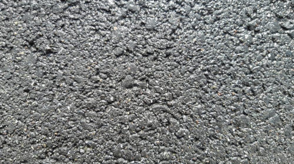 切って貼るだけの床面補修材 MTECが民間企業と共同開発