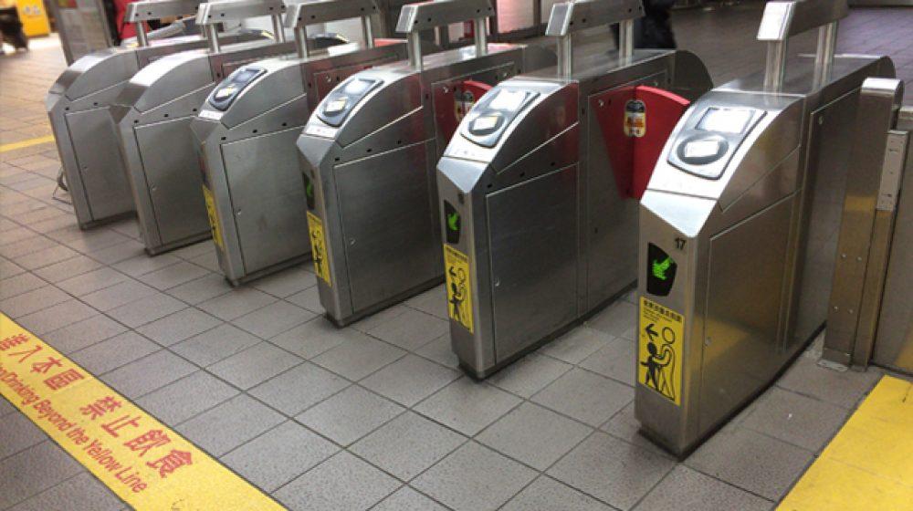 MRTで頻繁にダイヤ乱れ、乗客から苦情