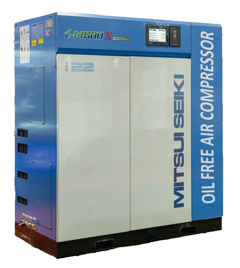 日本製のエアコンプレッサー。ISO:8573-1の条件の下で作られた、油を含まない空気を吐出します。メンテナンス費用も抑えられます。