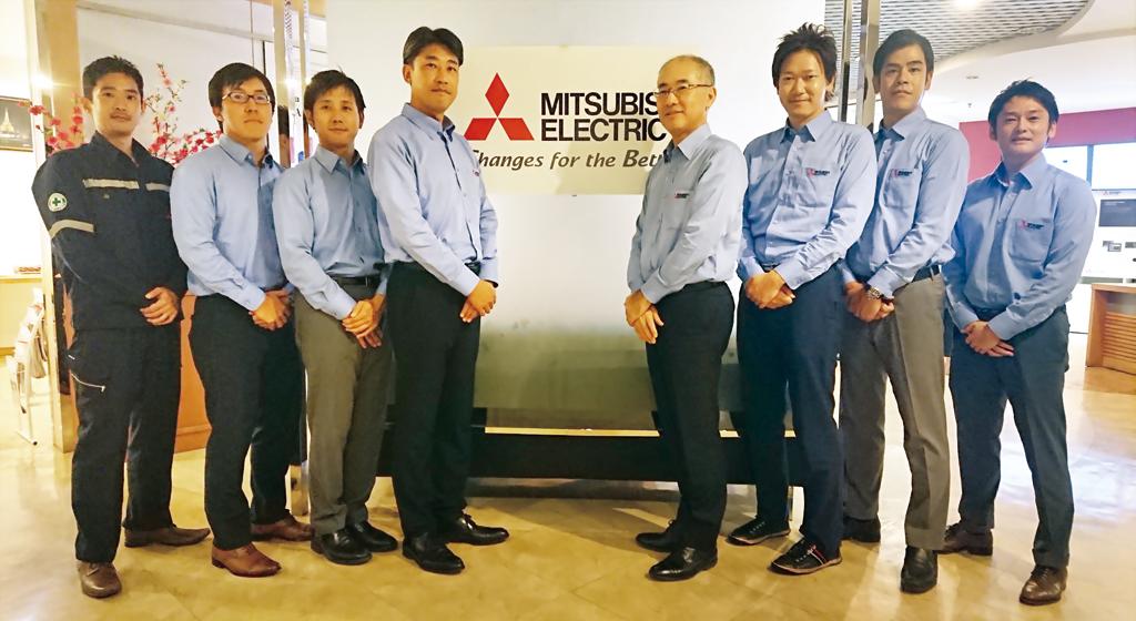 さまざまな工場のFA化に携わり、場数を踏んできたスタッフ達。バンコクやチョンブリー、ボーウィン(シラチャ)、ランプーンで実施される研修などを通じて、日々技術の研さんに励んでいる。日本人とタイ人は密に連携をとっており、クライアントの課題解決に尽力する