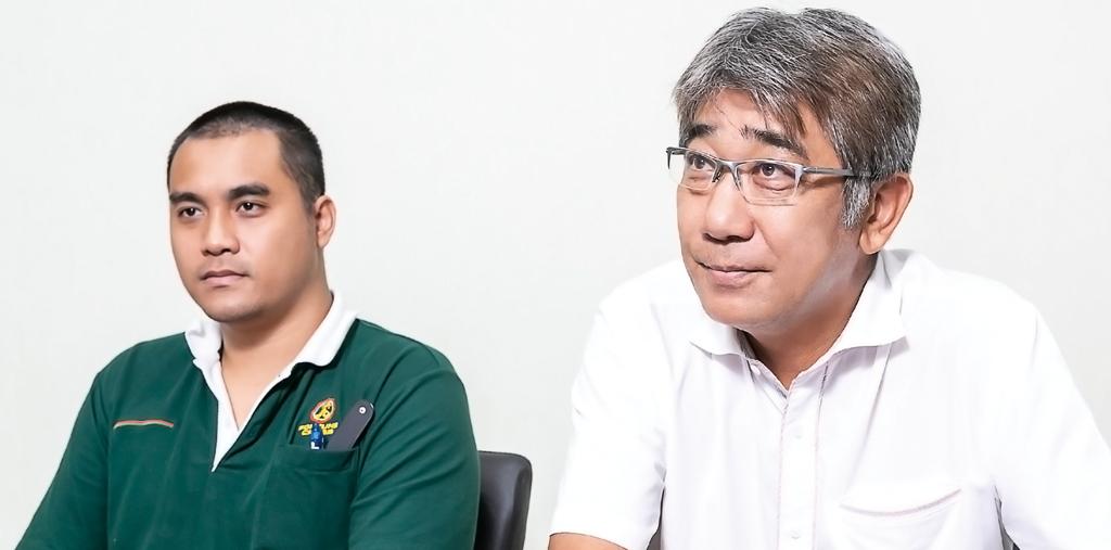 日本人からの問い合わせは在タイ15年の大石MDが、タイ人からはSithisak Chueamuangpanソーティングマシン&サービス&プロジェクトマネージャーが対応する