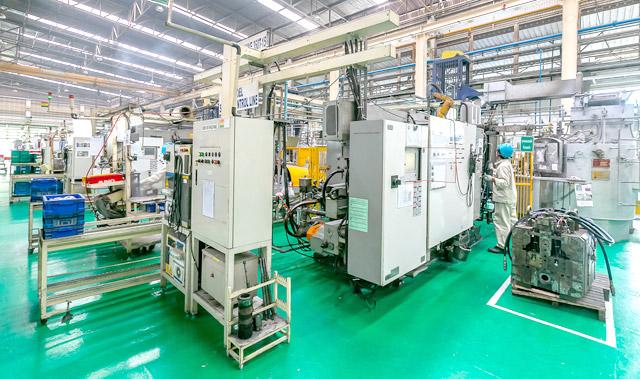 ภายในโรงงานไม่มีท่อน้ำทิ้ง อีกทั้งยังไม่มีแม้กระทั้งหยดน้ำตกอยู่บนพื้นเพราะเรารักษาความสะอาดอยู่เสมอ