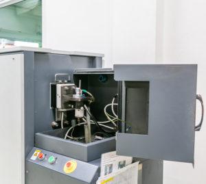 X線や3次元測定器などさまざまな検査機により万全な品質管理体制を敷く