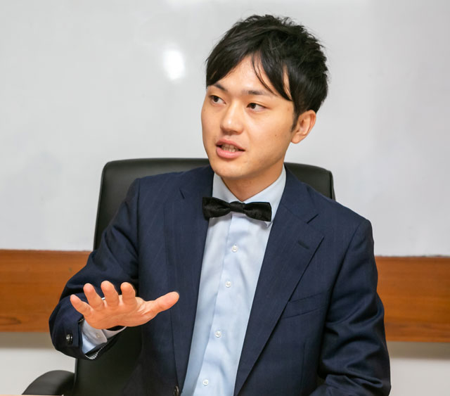 「企業ブランドや作業効率の面で、実はユニフォームが重要視されています」と話す伴藤氏