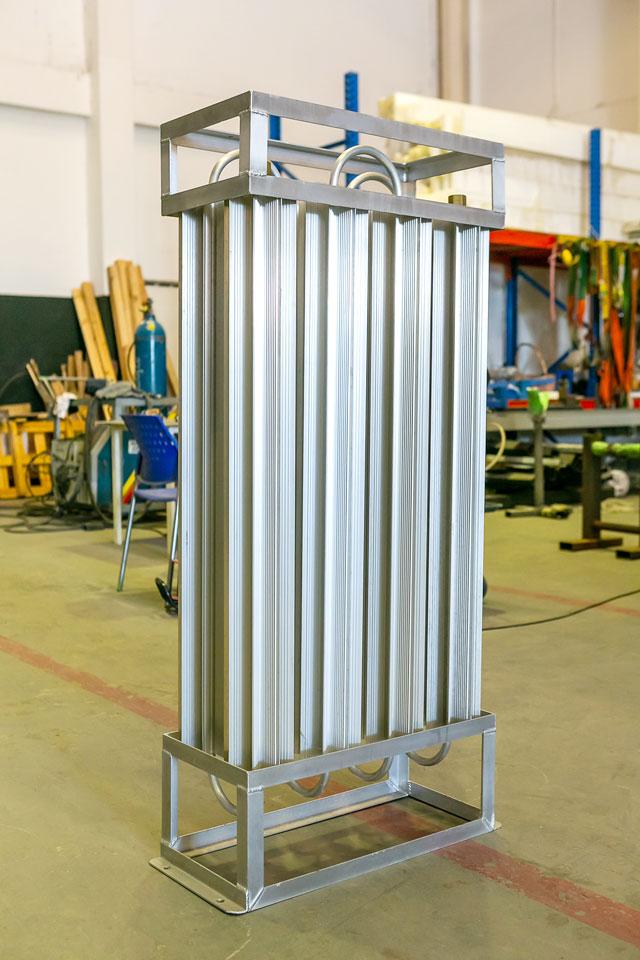 日本規格の「液化酸素・液化窒素・液化アルゴン 超低温容器(LGC)用ベーパーライザー SG025」。2台連結で使用可能(気化能力は1台25㎥/hr、2台で50㎥/hr。日本向けに輸出)