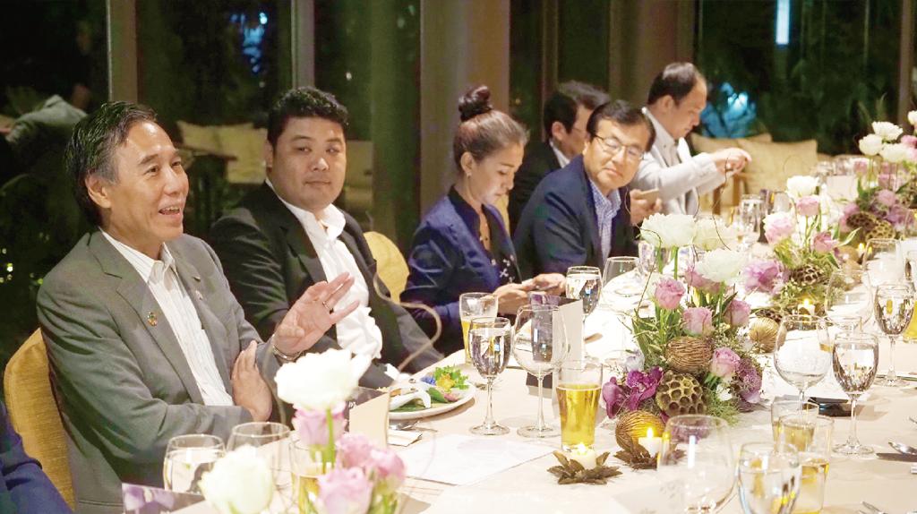 長野県の特産品を使った創作タイ料理に舌鼓を打つ参加者ら