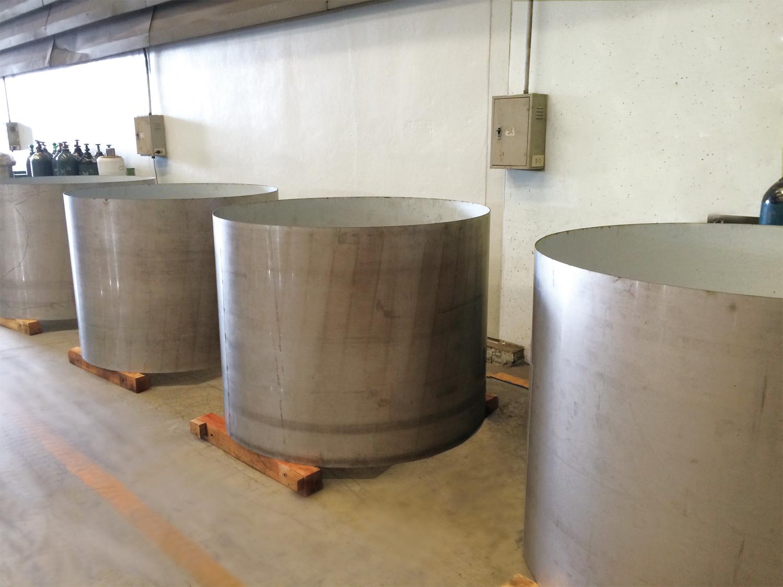 合弁会社の設立により、鋼材販売に加えてステンレスタンクなどの製品製造にも対応可能になった